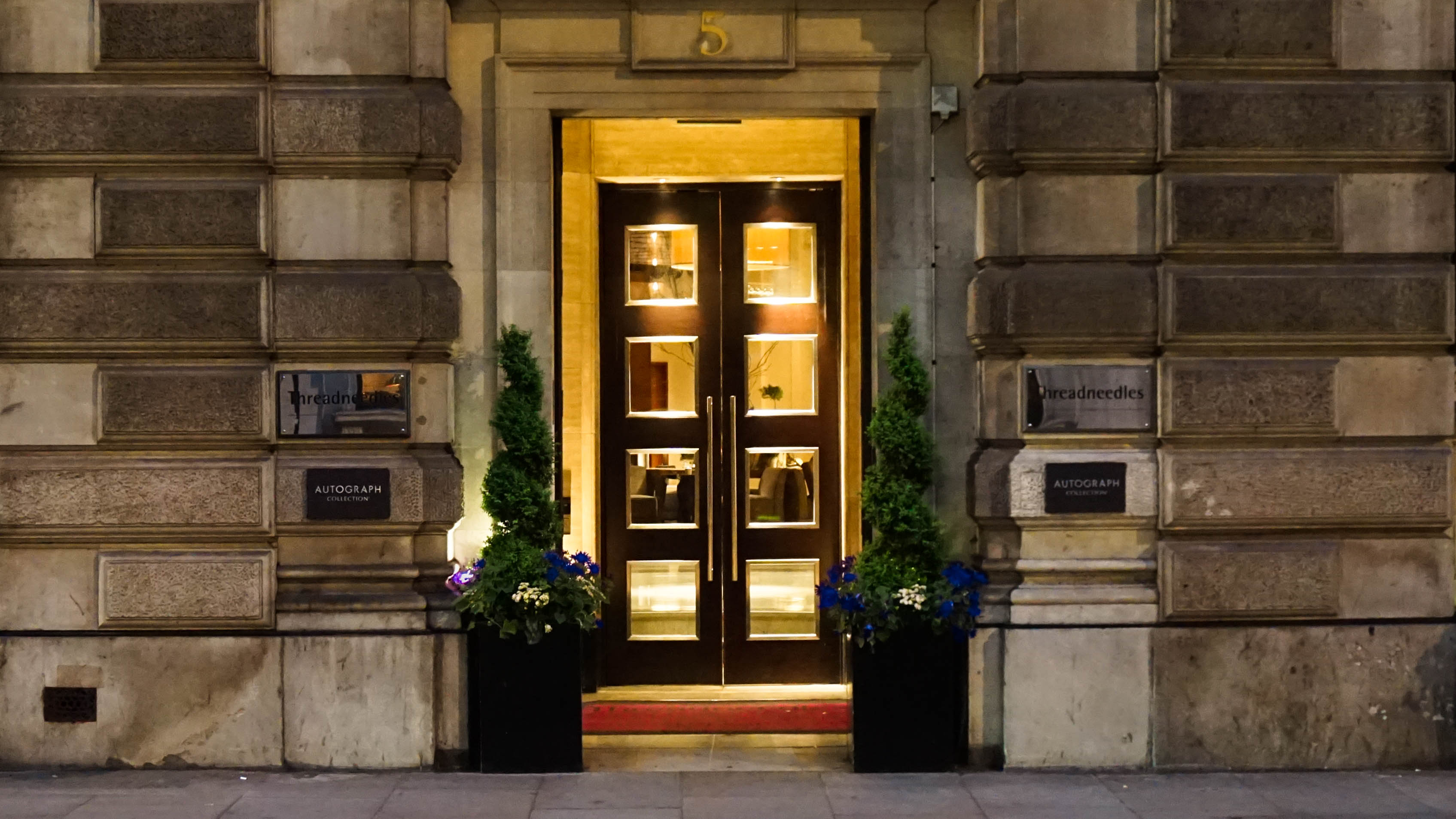 Ingang Threadneedles Hotel in Londen